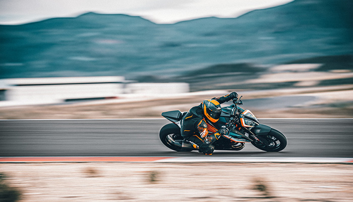 KTM 1290 SUPER DUKE RR Action 1