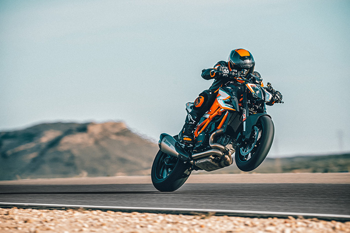 KTM 1290 SUPER DUKE RR Action 2